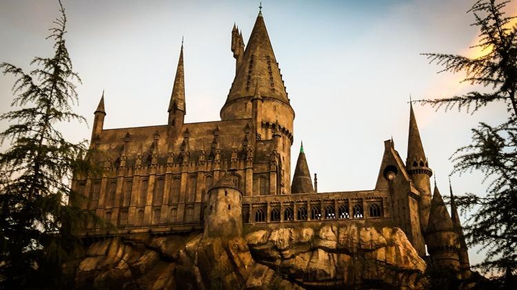 hogwarts-2172050_1920